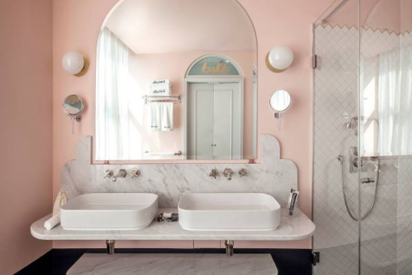 vasque-ceramica-flaminia-robinetterie-lefroy-brooks-plan-en-marbre-hotel-henrietta-a-londres